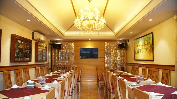 Một không gian ấm cúng với cách bài trí tinh tế là điều ít những nhà hàng có được