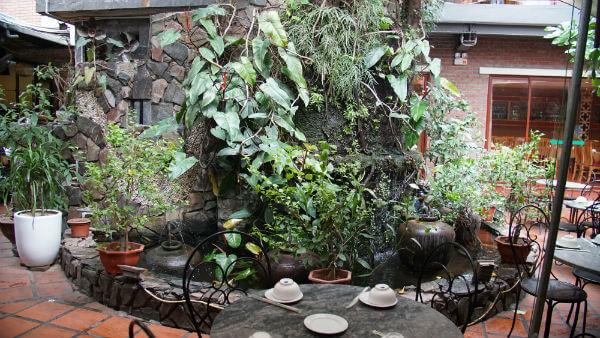 Vân Hồ là một nhà hàng có những không gian riêng tư rất phù hợp cho gia đình