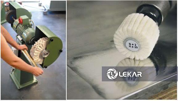 xưởng gia công kim loại dùng bánh vải đánh bóng
