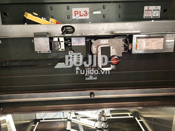 Fujido lắp đặt tấm inox thang máy cho sân bay nội bài