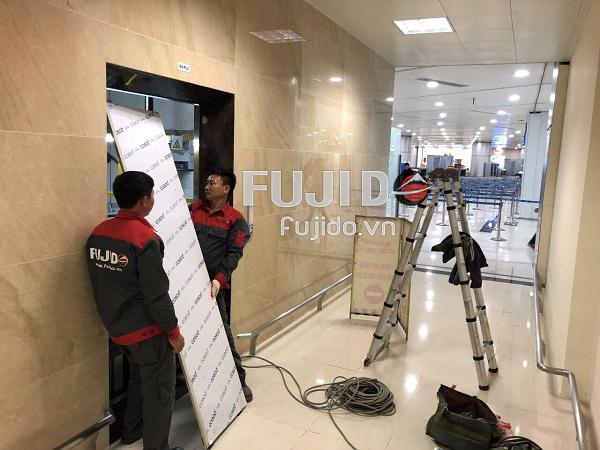 Fujido lắp đặt tấm ốp inox thang máy cho sân bay nội bài