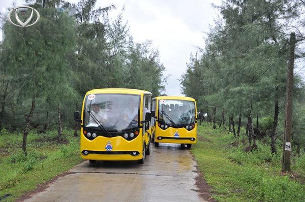 Xe ô tô điện - Phương tiện di chuyển phổ biến tại các khu du lịch tâm linh