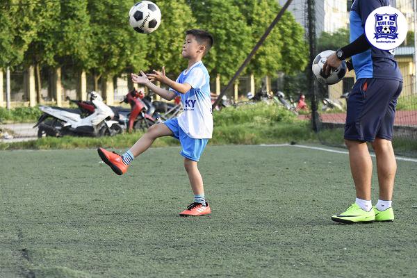 trung tâm dạy bóng đá trẻ em uy tín tại Hà Nội