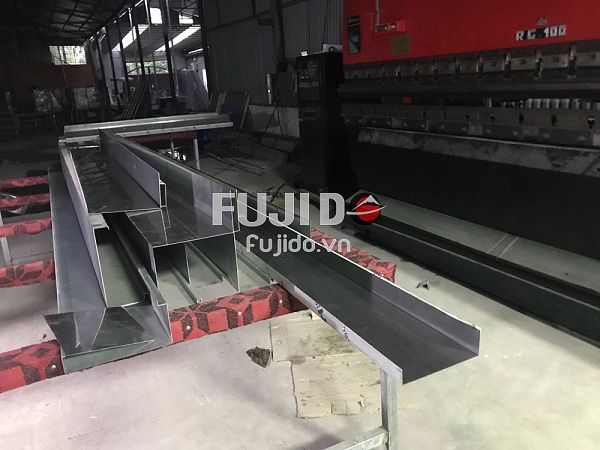 sản xuất inox cửa thang máy