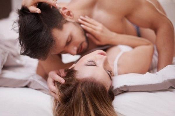 Làm gì khi bao cao su chẳng may bị tuột lúc quan hệ?