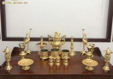 Bộ đồ thờ bằng đồng bao gồm những món đồ gì?