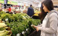 """Người tiêu dùng hào hứng khi siêu thị gói rau bằng """"lá chuối"""""""