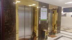 Vì sao các công trình hiện đại ưa chuộng lắp đặt inox cửa thang máy?