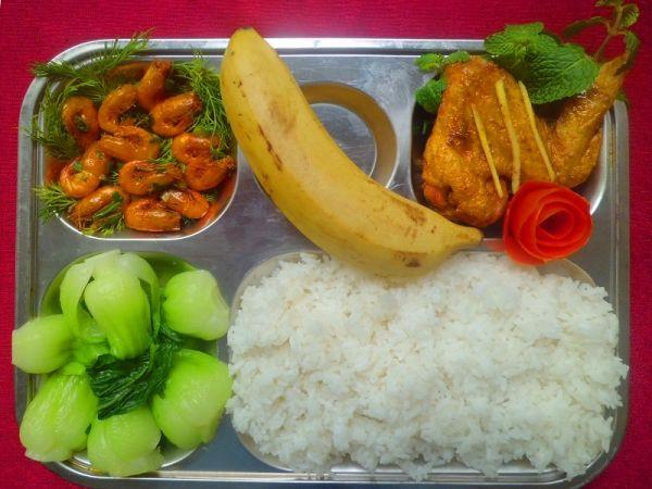 Đơn vị uy tín nào cung cấp suất ăn trường tiểu học tại Mê Linh?